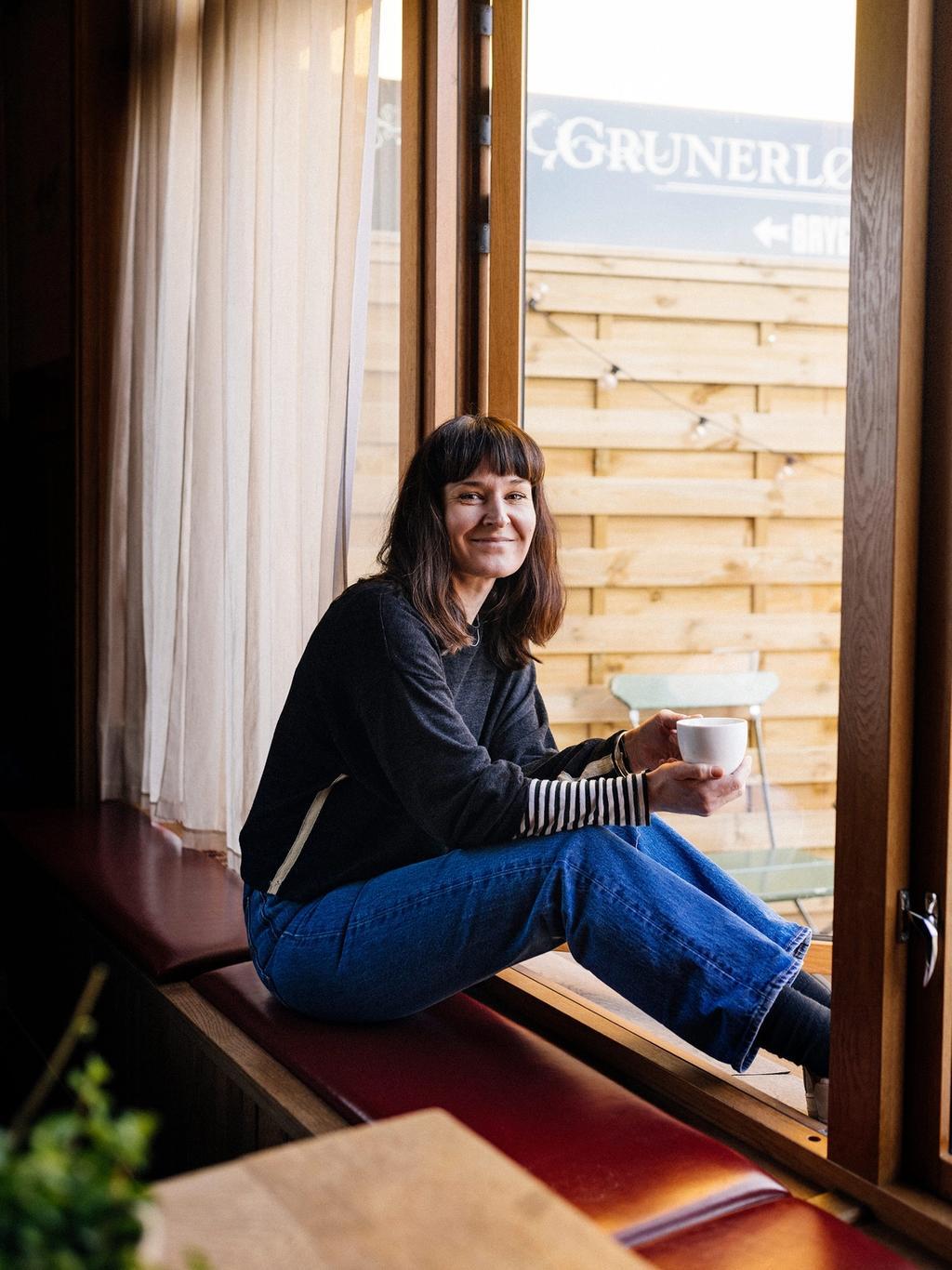 Maria Waage er daglig leder på nabolagskafeen Vespa & Humla.