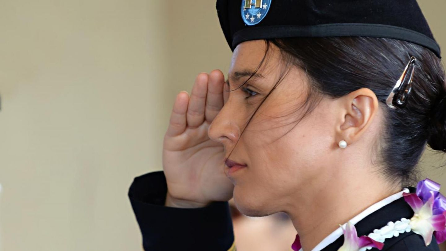 Tulsi Gabbard in uniform.