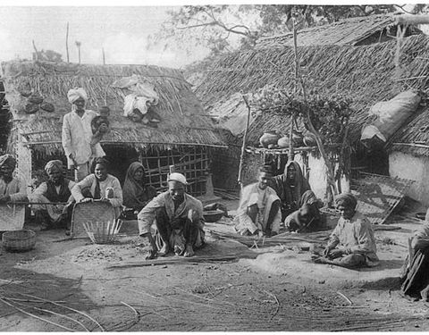 Image of Dalit people making baskets in 1916