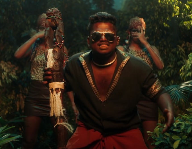 Image of Arivu holding a sceptre in Enjoy Enjaami video