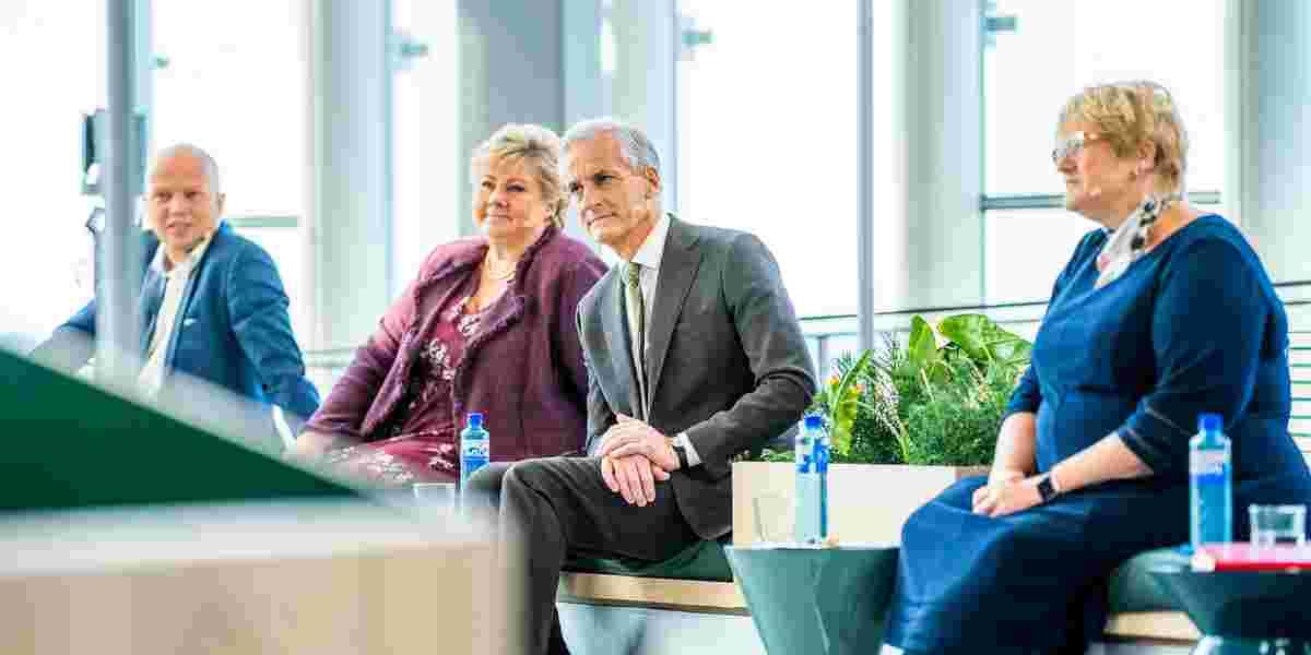 F.v.: leder i Senterpartiet (Sp) Trygve Slagsvold Vedum, statsminister Erna Solberg (H) , leder i Arbeiderpartiet (Ap) Jonas Gahr Støre og Venstres Trine Skei Grande (V).