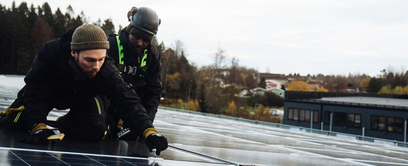 Svea Solar | Installers on roof