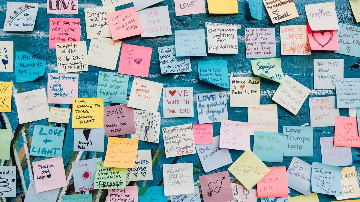 A bunch of post-it notes about love