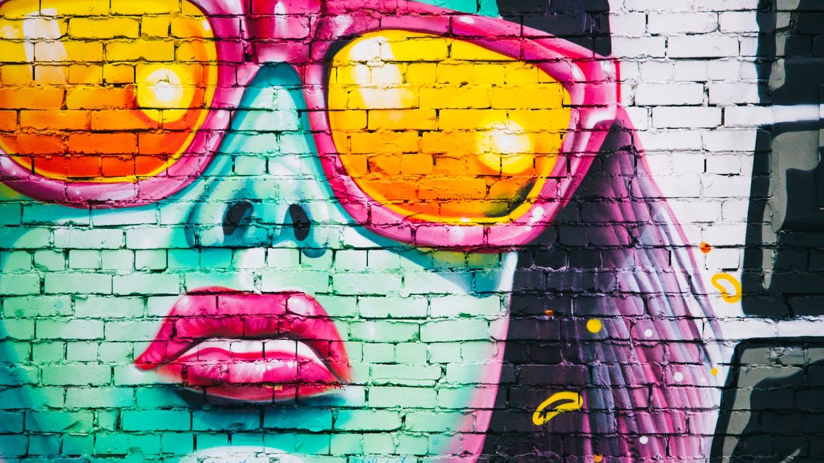 Graffiti of a woman with sunglasses