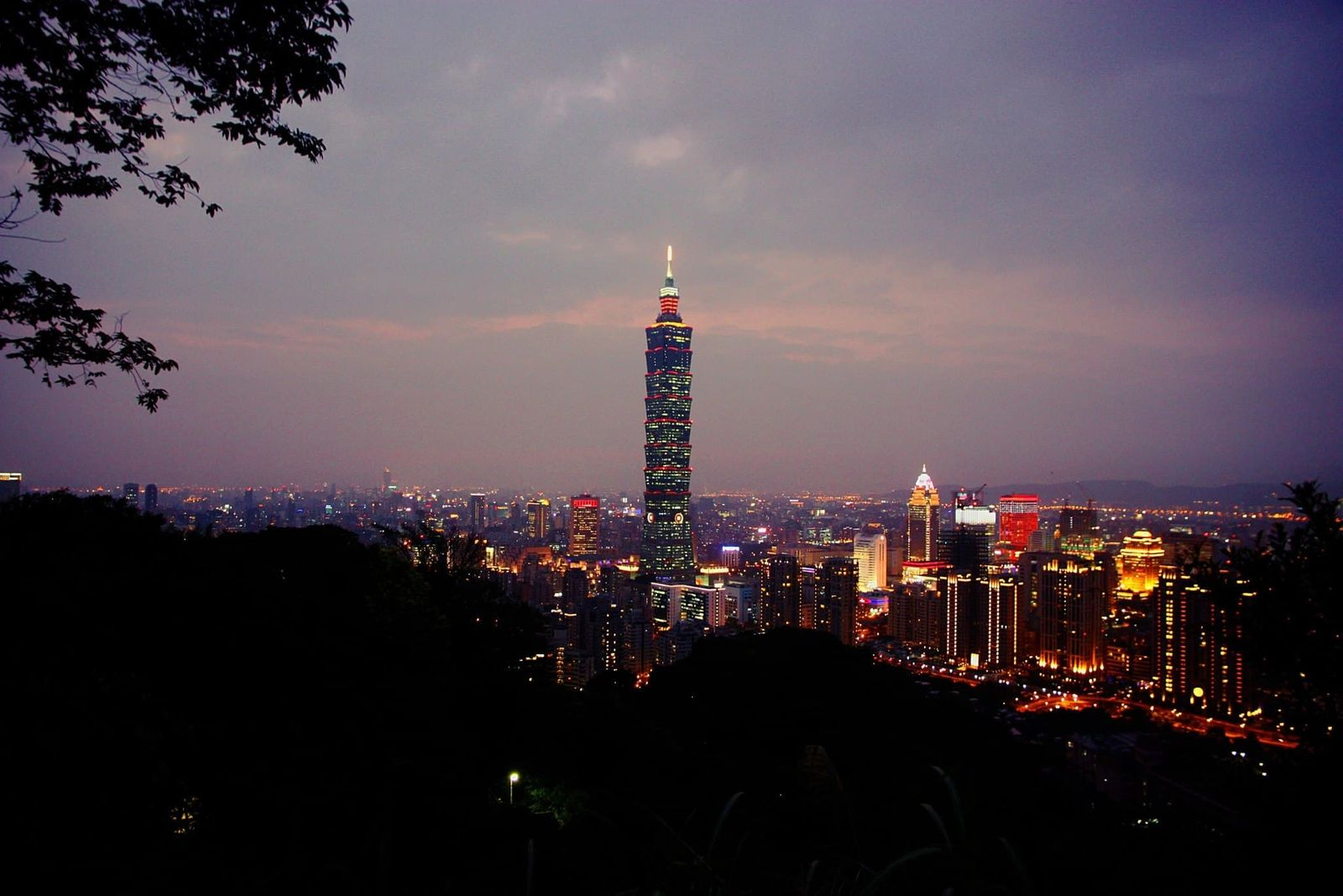 Photo of Taipei 101 from elephant mountain.