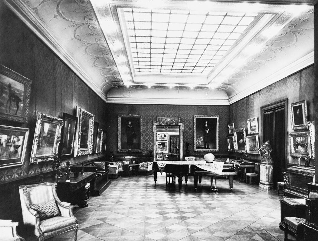 Galerie Eduard Arnhold, Roter Saal mit Oberlicht © Archiv Arnhold-Nachfahren