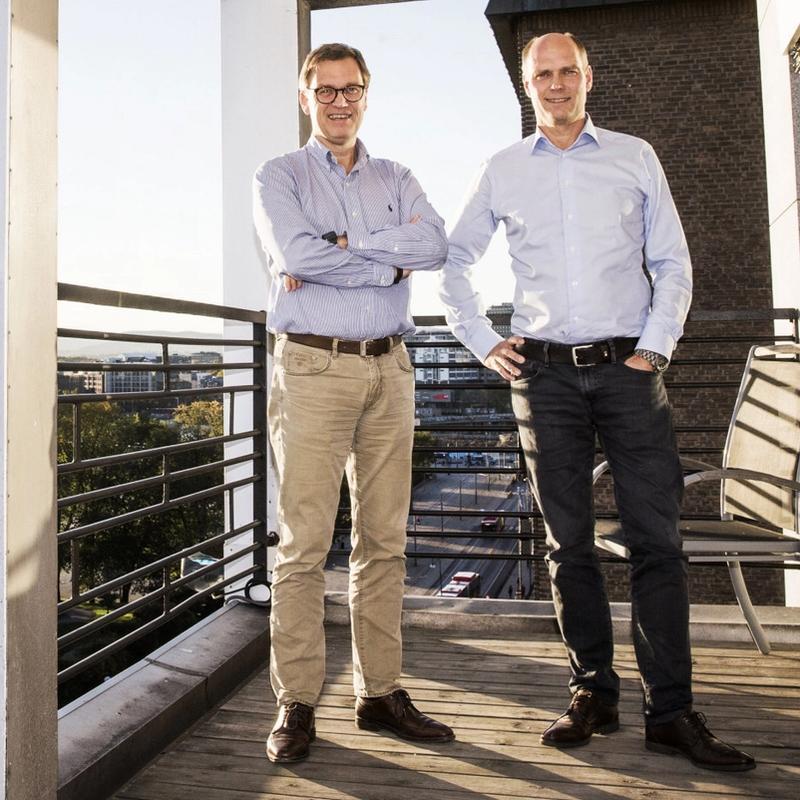 SØKKRIKE: Brødreparet Roger og Kristian Adolfsen (til venstre) har blitt enormt rike på barnehager og sitter igjen med flere milliarder i kontanter etter å ha solgt barnehage-eiendommer til Australia. FOTO: FRODE HANSEN, VG/NTB SCANPIX