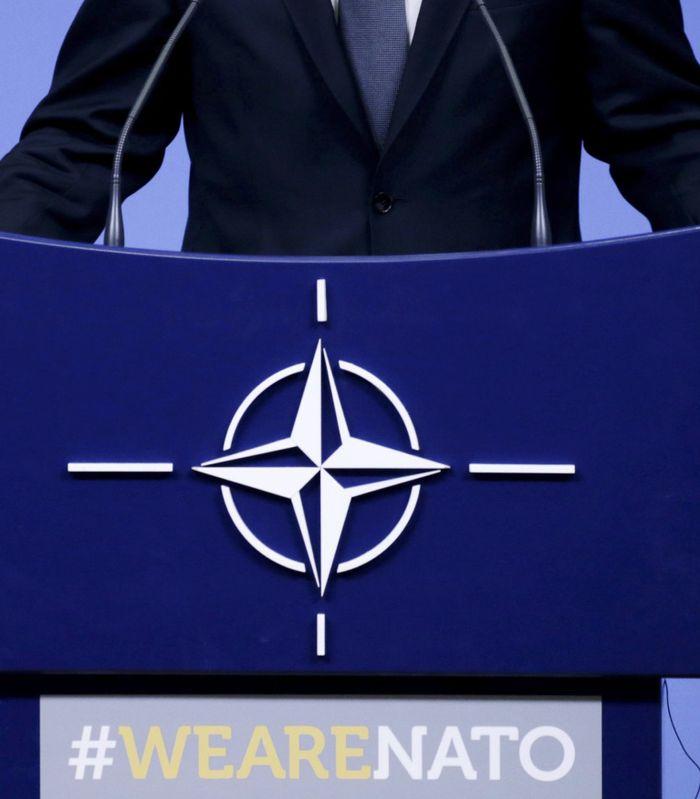 HJERNEDØD: Ingen allierte, ikke engang britiske og franske spesialstyrker som trengte amerikansk beskyttelse mot IS, ble informert da USA trakk seg ut av Syria. Det er dermed kanskje ikke så rart at Frankrikes president Emmanuel Macron har kalt Nato-alliansen for «hjernedød»? spør artikkelforfatteren. FOTO: ARIS OIKONOMOUS, AFP/NTB SCANPIX