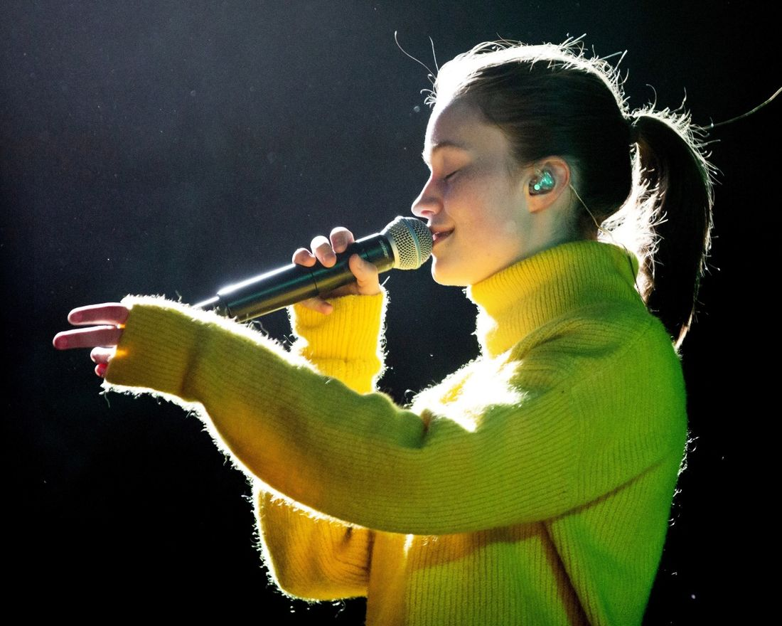 Artisten Sigrid (Sigrid Solbakk Raabe) på Vinjerock i Valdres.      Hun var headliner på festivalens åpningsdag.      Foto: Maria GossÈ   Journ: Aslag Olette Klausen