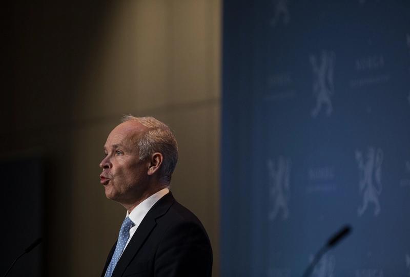 MINDRE: Finansminister Jan Tore Sanner (H) har fått fullmakt fra Stortinget til å stramme inn krisestøtta til de aller største konsernene. 8 © FOTO: TOM HENNING BRATLIE