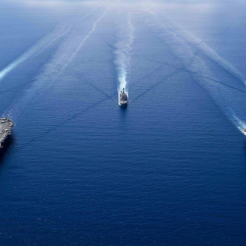 LANGT HJEMMEFRA: Det amerikanske hangarskipet USS Ronald Reagan på patrulje i Sør-Kina-havet i oktober. Kina hevder de amerikanske patruljene krenker deres suverenitet. FOTO: ERWIN JACOB V. MICIANO/US NAVY, AFP/NTB SCANPIX