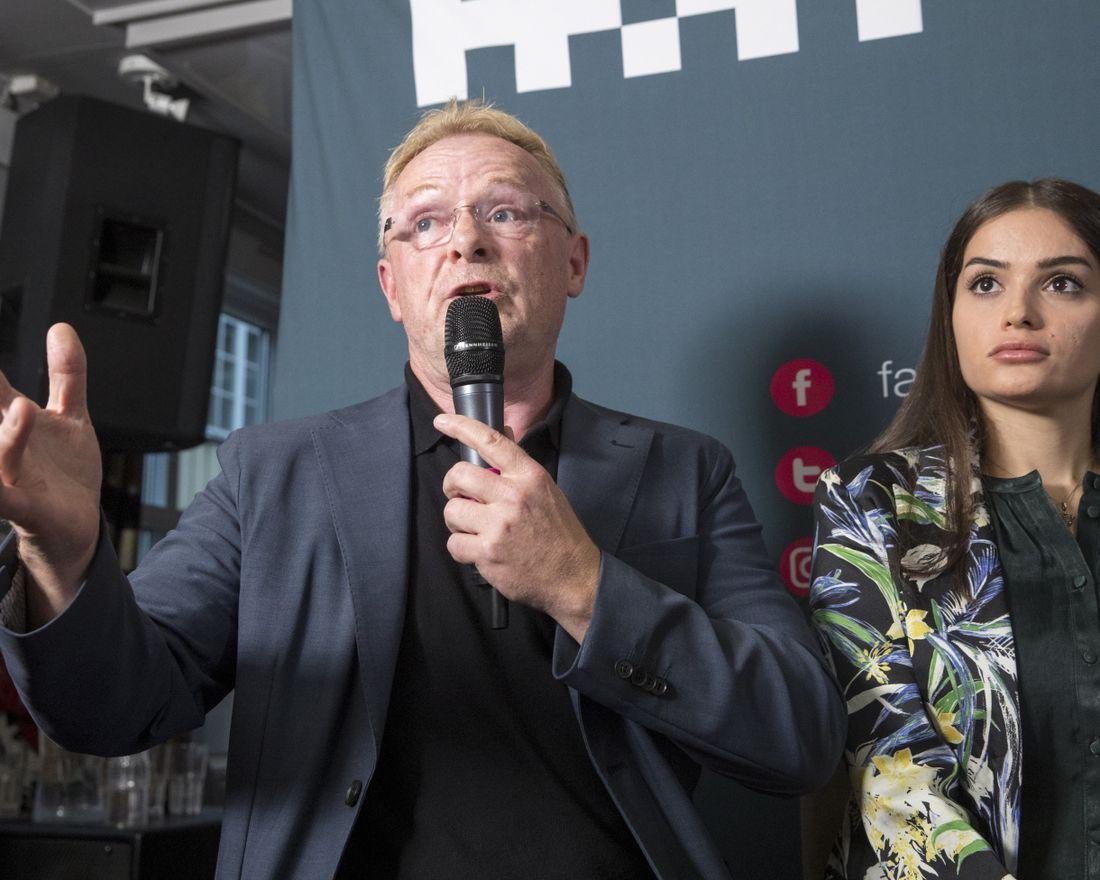 Arendal  20180814.   Per Sandberg og Bahareh Letnes snakker ut på pressekonferansen tirsdag.   Foto: Terje Pedersen / NTB scanpix