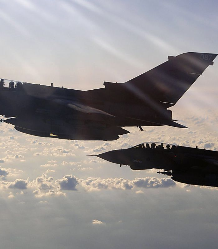VESTLIGE BOMBER: Bildet er tatt i mars 2011 og viser to bombefly fra det britiske luftforsvaret på vei til Libya. Etter Natos kamphandlinger i landet har blant annet Russland kritisert Vesten for hykleri og brudd på Folkeretten. FOTO: ROYAL AIR FORCE, AFP/NTB SCANPIX