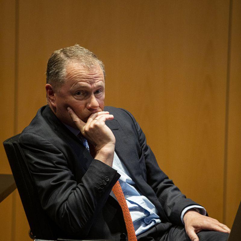 BLI ELLER GÅ? Det har vore kontrovers kring tilsettinga av oljefondssjef Nicolai Tangen. Jusprofessor Jan Fridtjof Bernt seier det er opent for å droppe Tangen om han ikkje er rett for Noregs Bank.