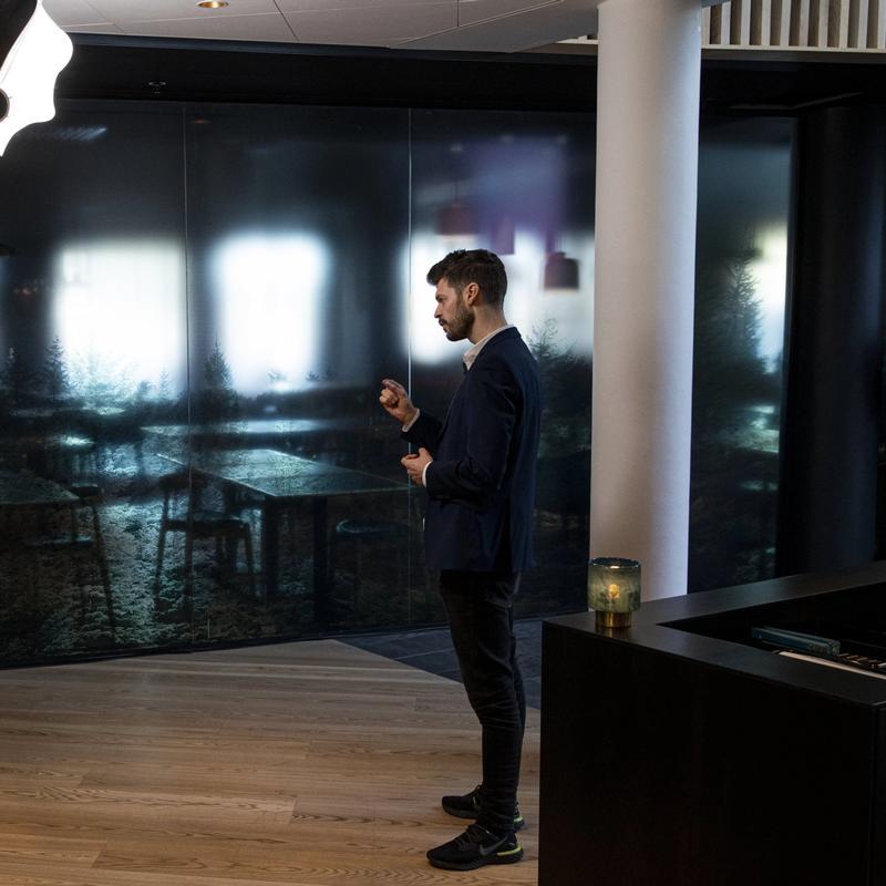 RØDGRØNN OPPVASK: Rødt vil stramme kraftig inn på muligheten til å hyre oppdragstakere framfor å ansette, og får støtte fra Ap, Sp og SV. Her er partileder Bjørnar Moxnes på Rødts digitale landsmøte i april. FOTO: TOM HENNING BRATLIE