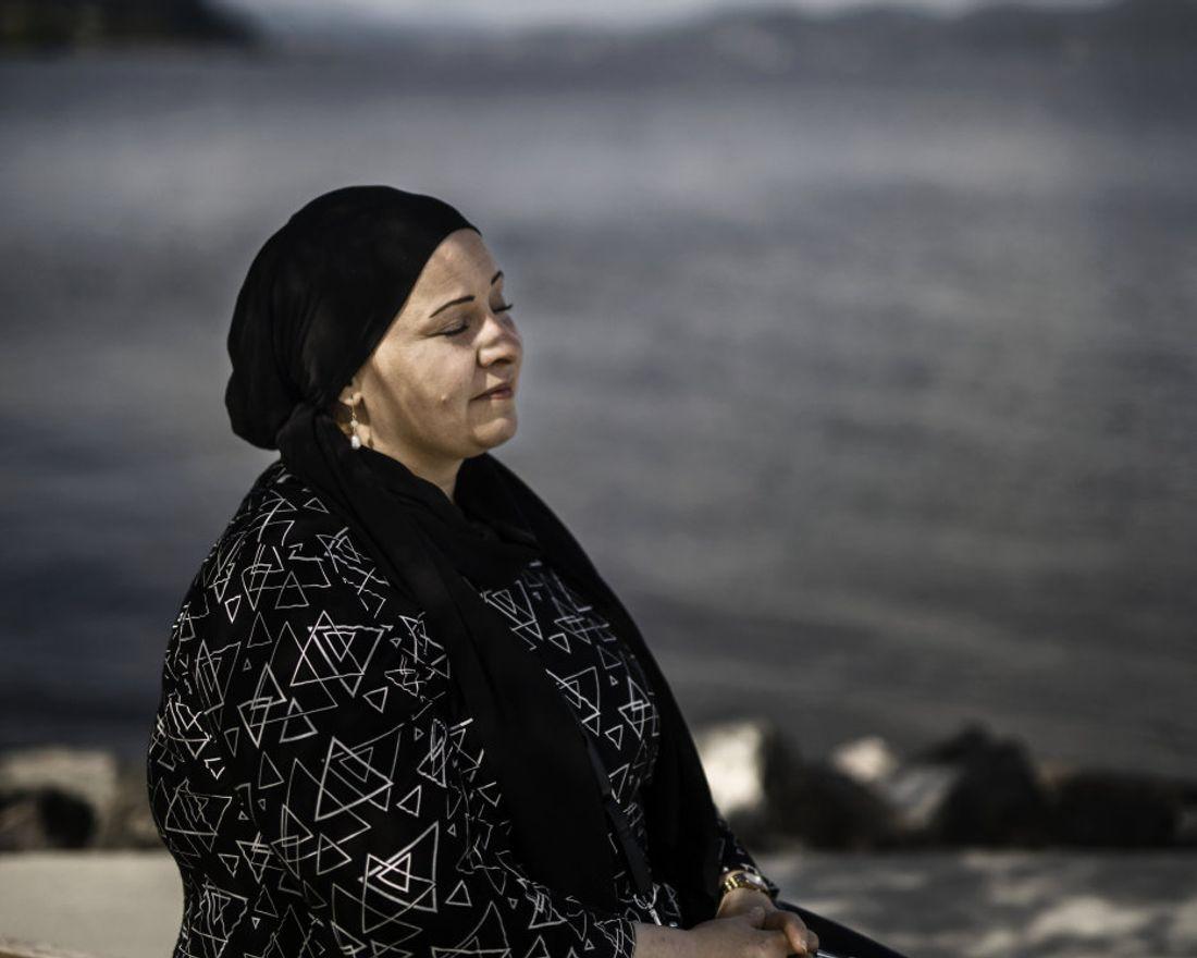 Nasiba Hedow flyktet fra Syria og kom til Norge høsten 2015 sammen med sønnen. Det første mottaket de kom til var på Holmestrand Fjordhotell. Hun husker at de våknet om morgen og så utover den islagte fjorden. Endelig følte hun ro. Hun og sønnen ble flyttet rundt på mange ulike mottak før de til slutt fikk vende tilbake til Holmestrand hvor de har bodd siden. Senere ble hun gjenforent med datteren Harin Hedow.