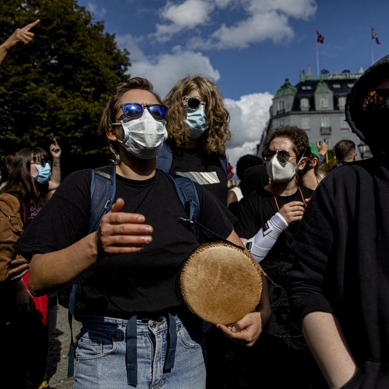 BONGO OG BLOKKFLØYTE: Rødt bidro forrige lørdag alt de kunne for at motdemonstrasjonen skulle foregå på fredelig vis, skriver forfatteren. FOTO: TOM HENNING BRATLIE