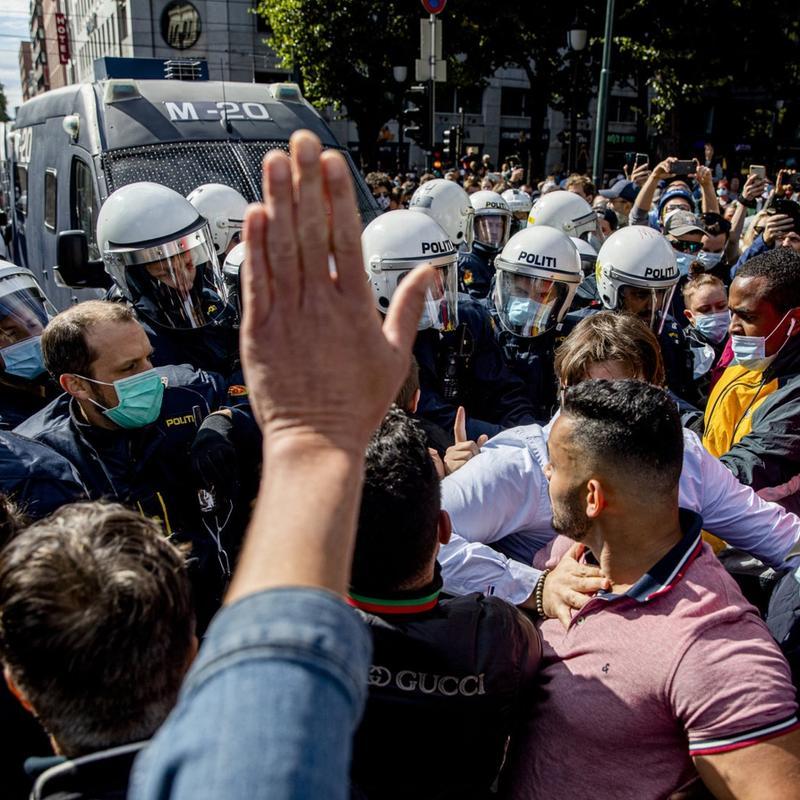 I FREDENS TJENESTE: Det var slett ikke vaktene som tok på seg helterollen Sian-demonstrasjonen, skriver Rolf Utgård. Foto: Tom Henning Bratlie