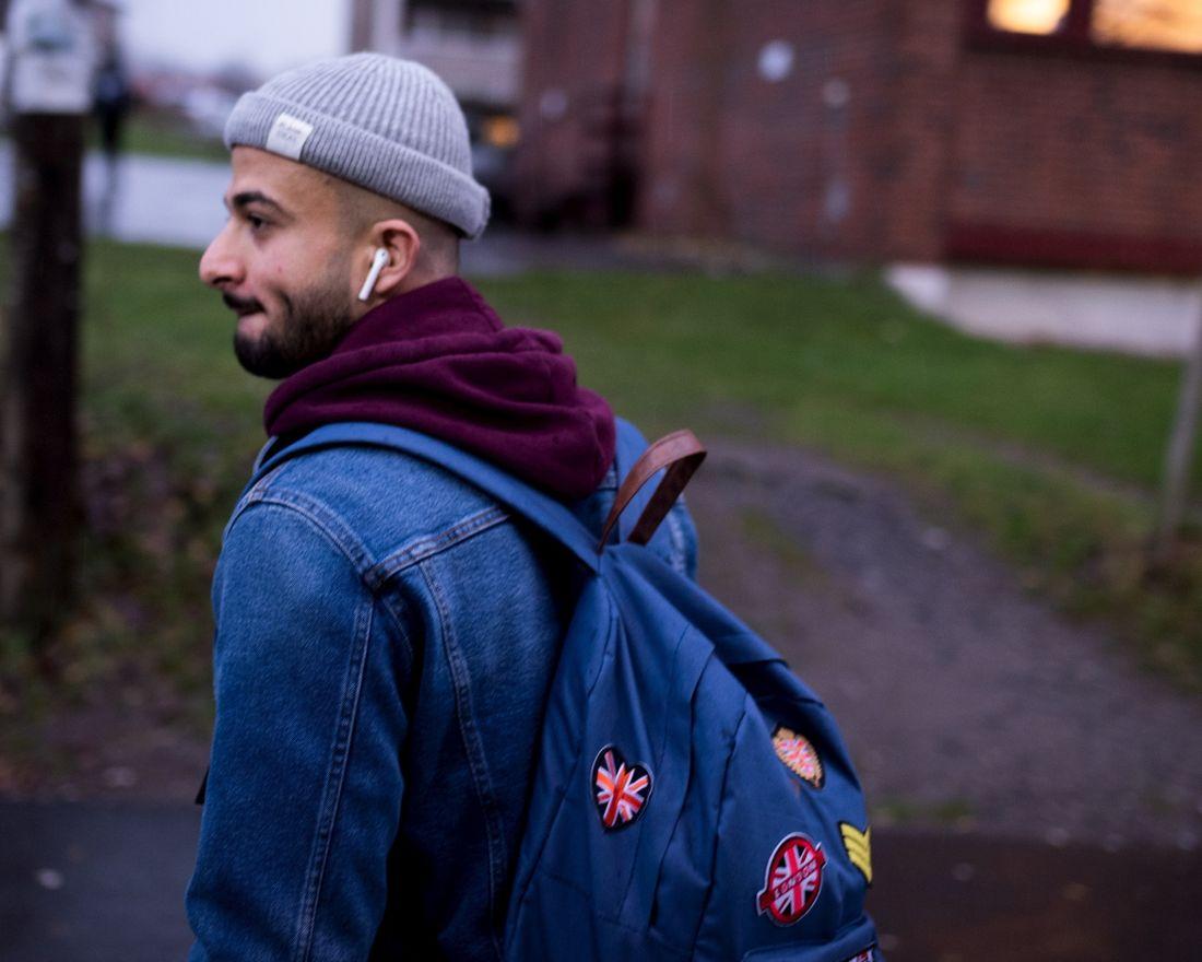 """Oslo 13.11.18: Abdulkareem """"Abed"""" Daaboul (18) og familien har flyktet fra Syria og bor på Oppsal i Oslo. Abed går på videregående på Oslo Handelsgym. Foto: John Trygve Tollefsen"""