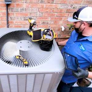 Tempo Air HVAC technician Bryan Sapp repairing AC unit