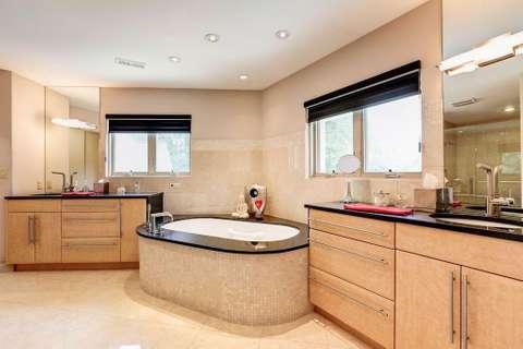 White Heaven bathroom