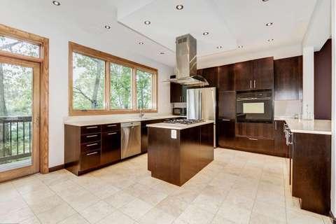 Bird's Eye View House kitchen