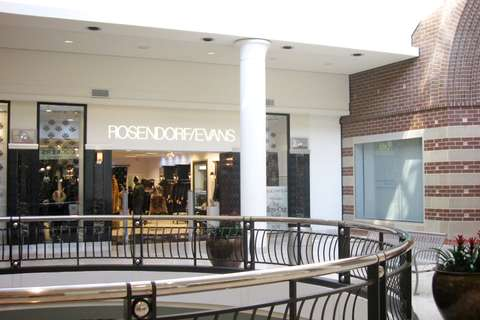 Rosendorf Evans storefront in mall