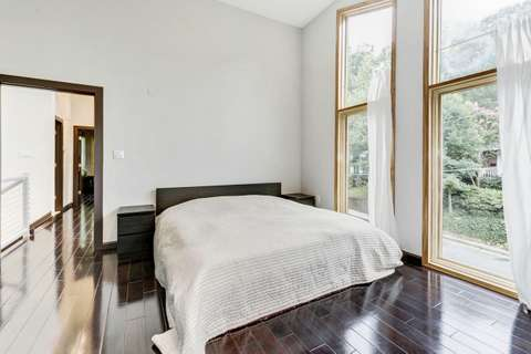 Bird's Eye View House bedroom