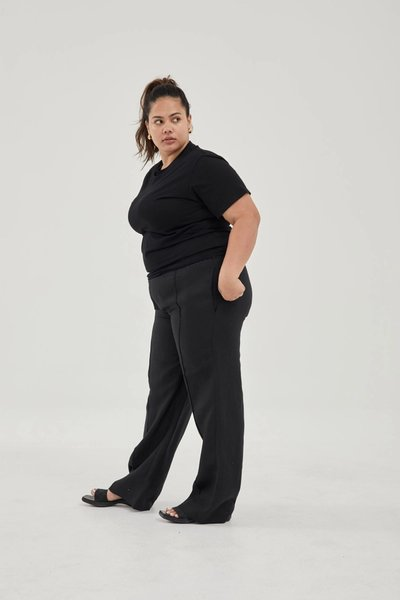 Model wearing the Linen Pants Black with the Classic T-shirt Black.