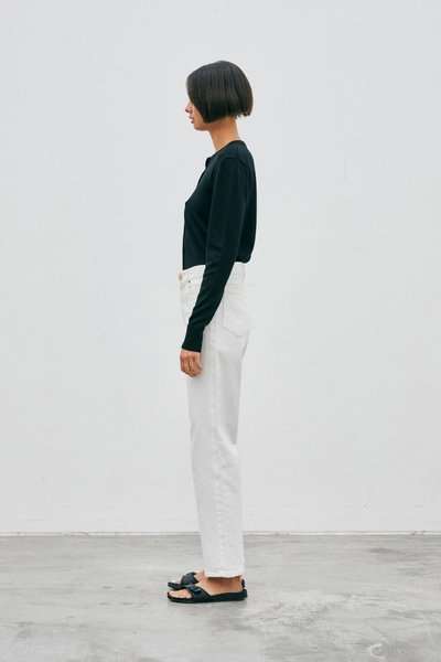 Model wearing the 01 Cardigan Black with the 01 Jeans Ivory.