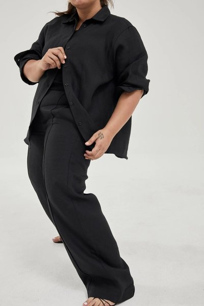 Model wearing the Linen Pants Black with the Linen Shirt Black.