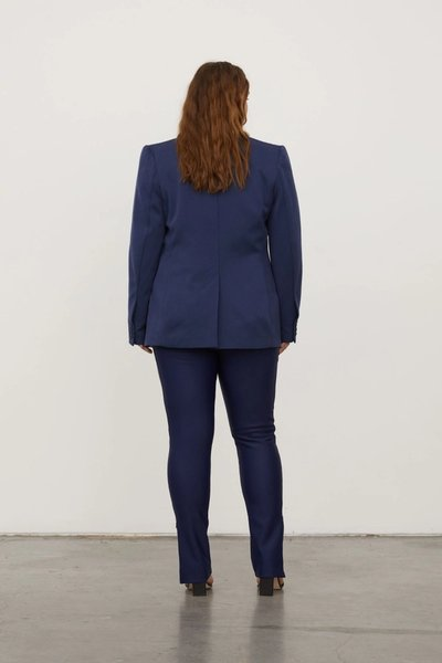 Model wearing the 01 Leggings Navy with the 01 Blazer Navy.