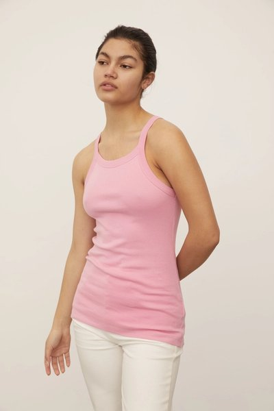 Model wearing the Relaxed 01 Singlet in Pink with the 01 Jeans.