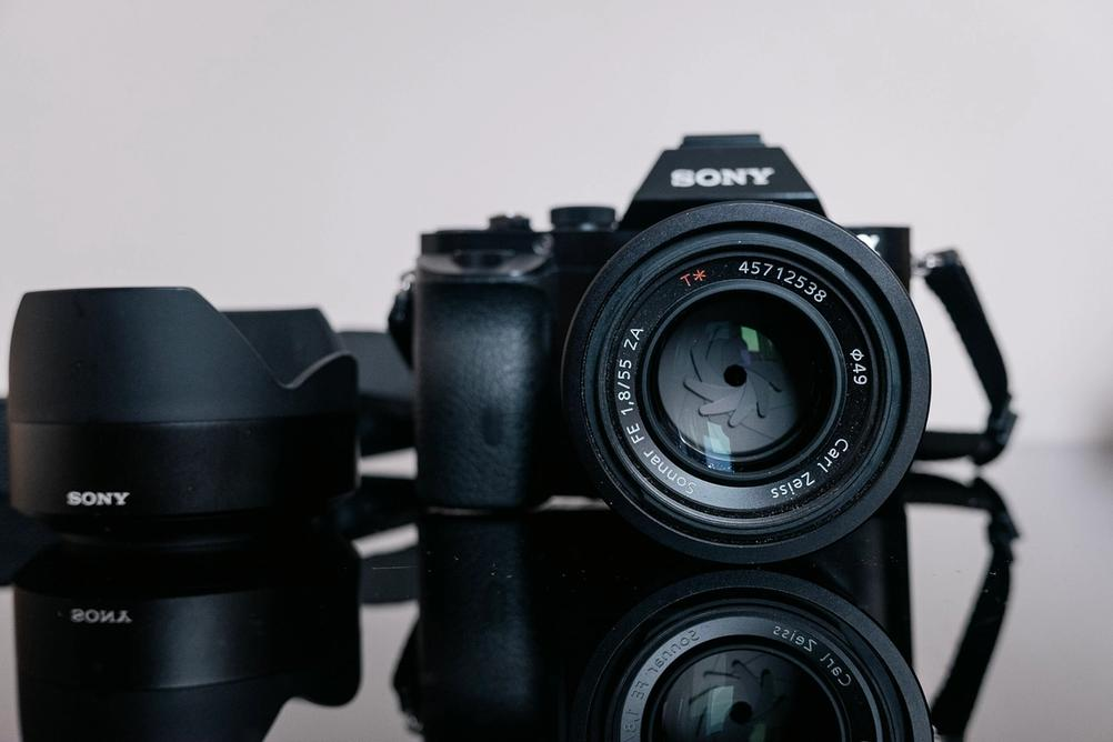 Photo of the Sony Sonnary T* FE 55mm f1.8 ZE lens.