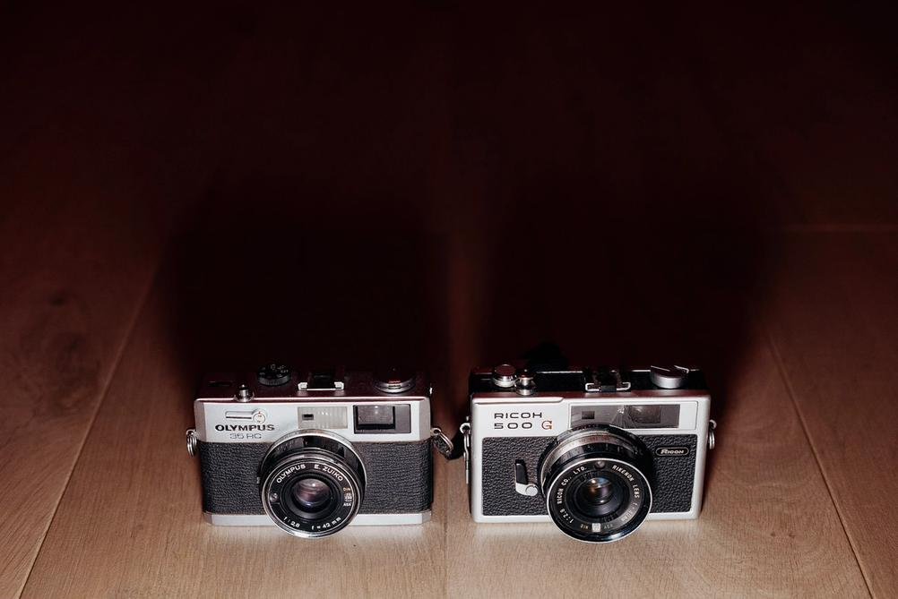 Photo of Olympus 35RC and Ricoh 500G.
