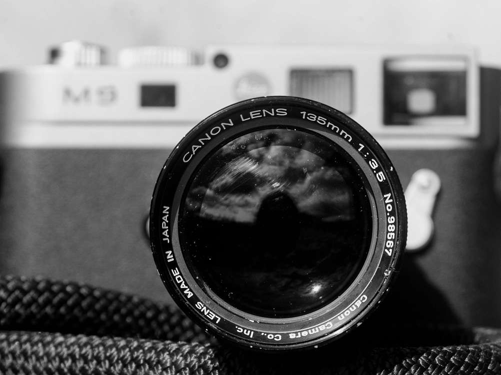 Photo of Canon 135mm f3.5 LTM front element.