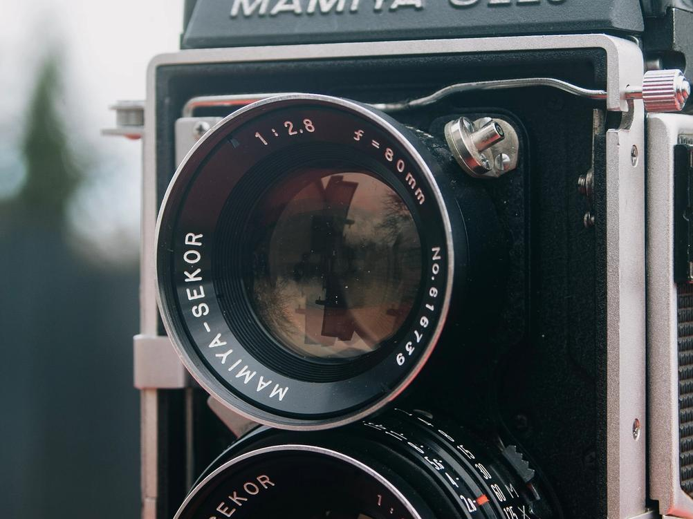 Viewing lens of Mamiya-Sekor 80mm f2.8 lens.