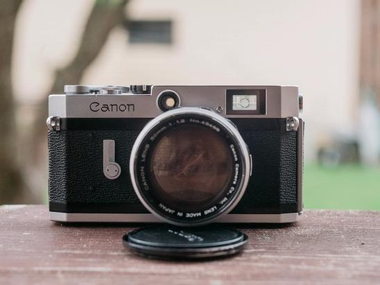 Photo of Canon P from the front.