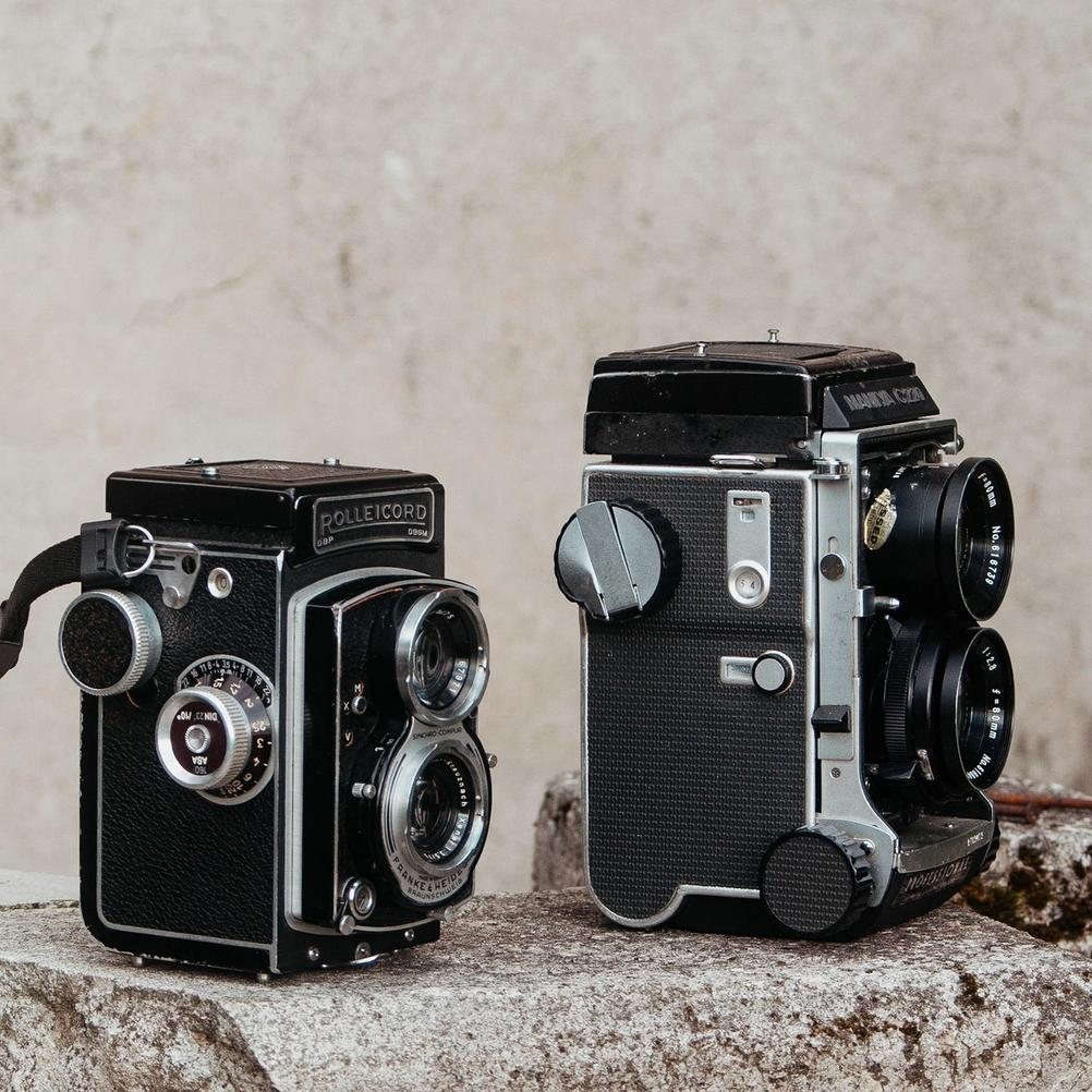 Photo of Rolleicord V and Mamiya C220 next to each other.