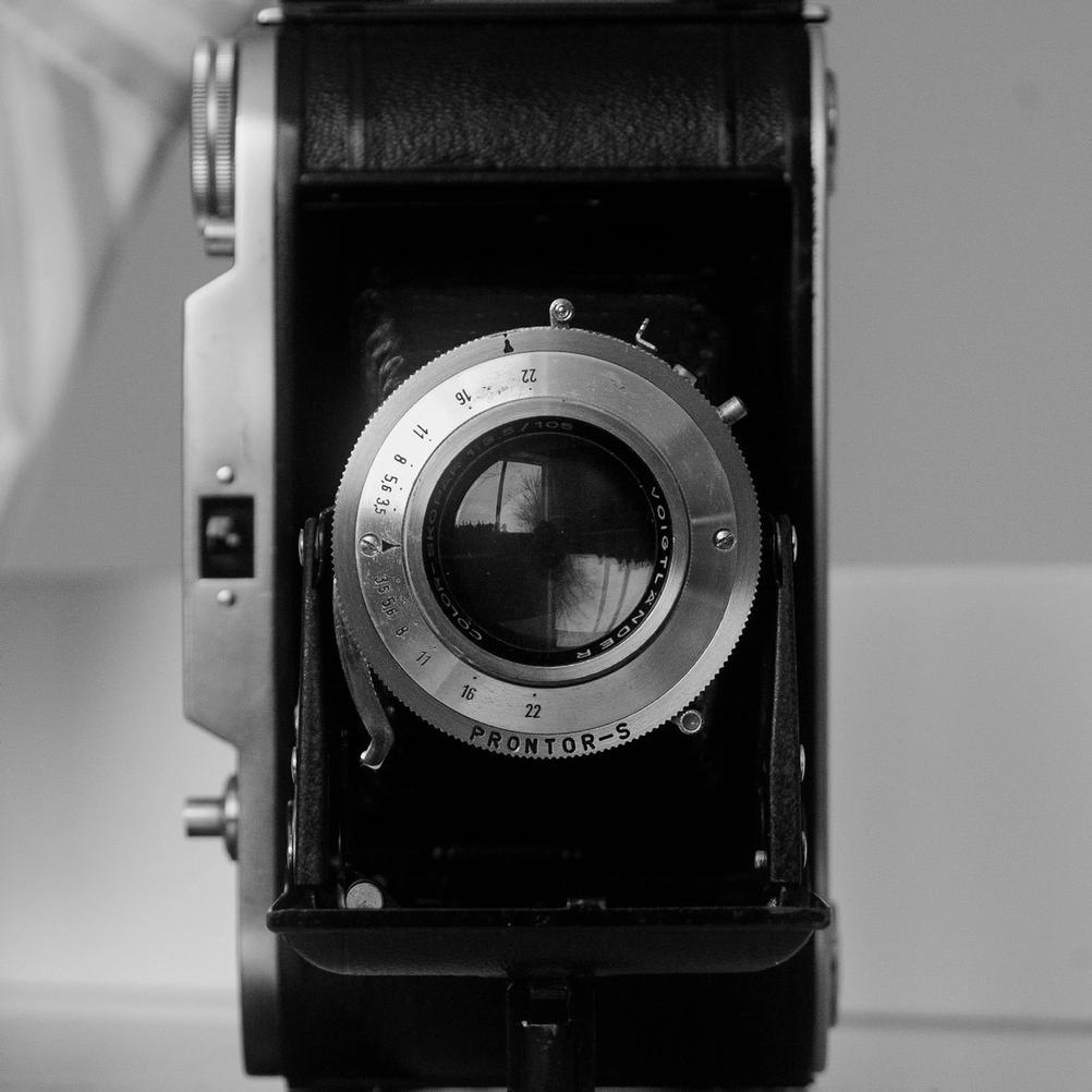Photo of Voigtländer Bessa I with focus on the Color-Skopar 105mm f3.5 lens.