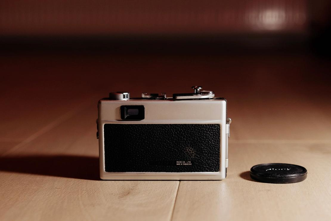 Photo of Ricoh 500G from the behind.