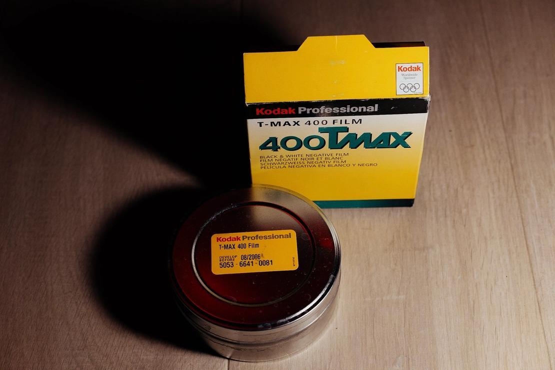 Kodak T-MAX 400 packaging.