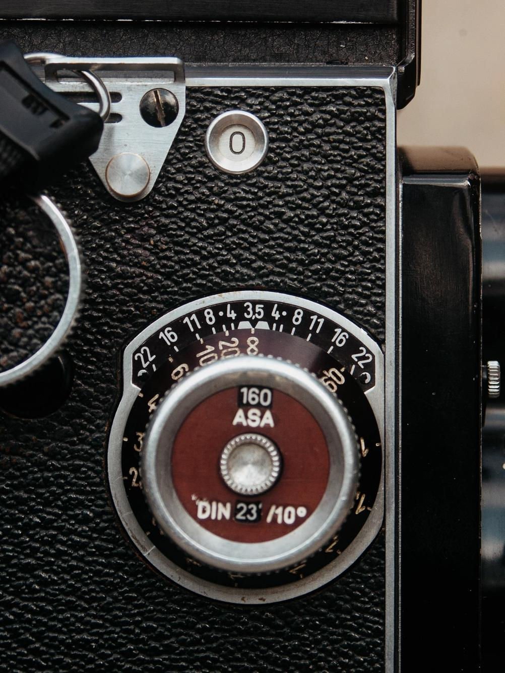 Photo of Rolleicord focussing wheel.