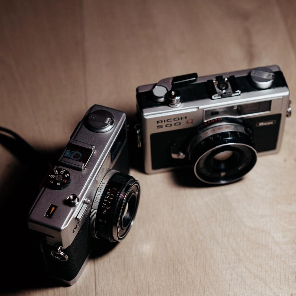 Photo of Ricoh 500G and Olympus 35RC controls.