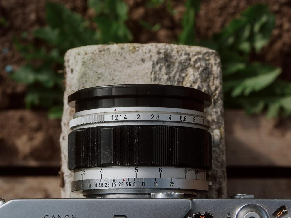 Photo of Canon 50mm f1.2 controls.