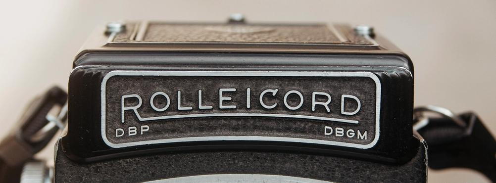 Closeup photo of Rolleicord nameplate.