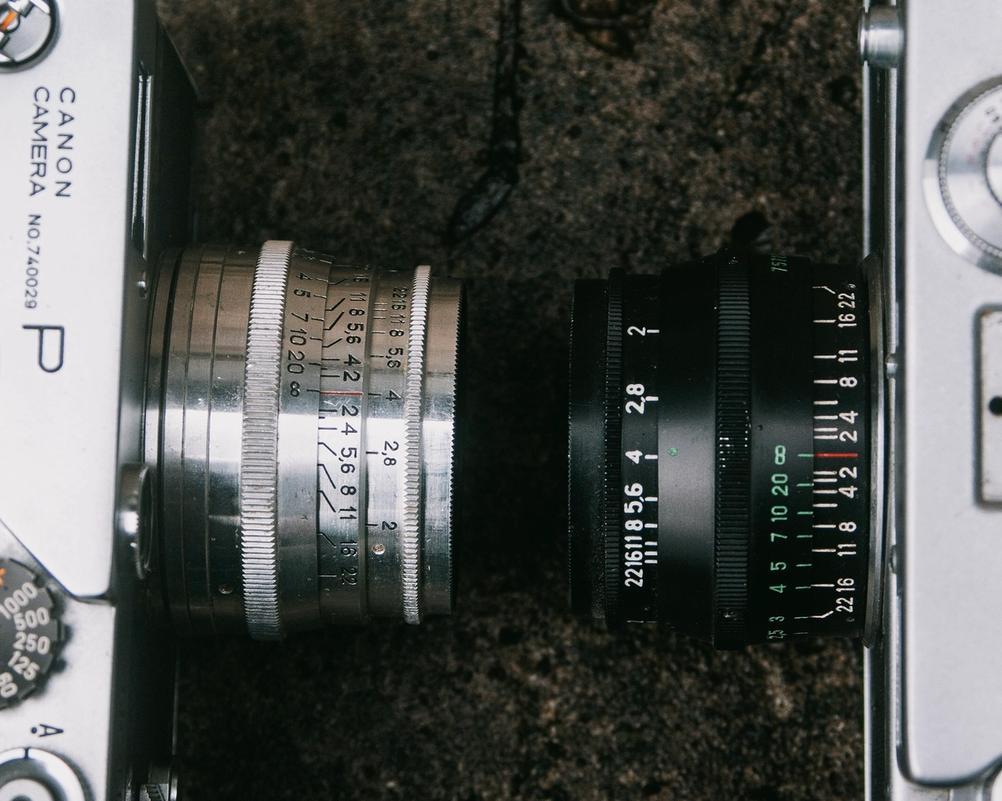 Comparison of silver and black Jupiter-8 lenses.