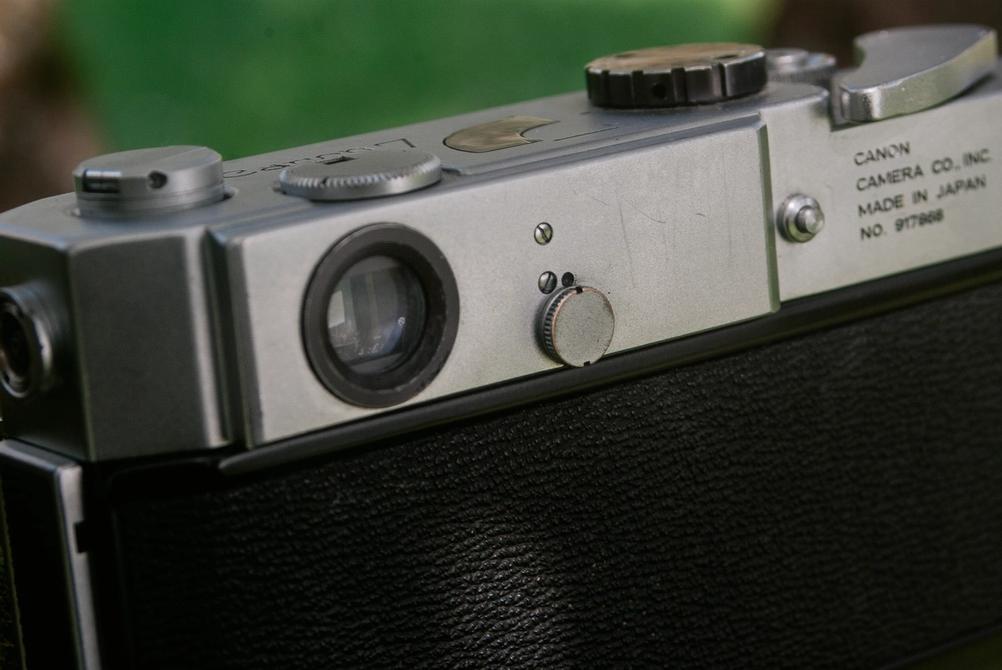 Photo of Canon Model 7 light meter sensitivity toggle.