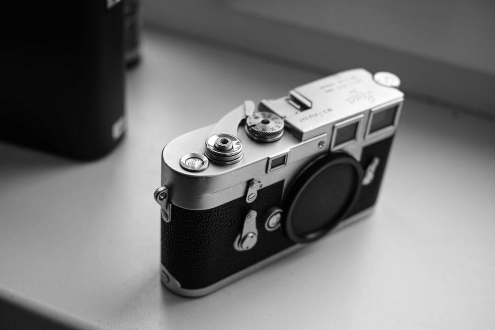 Picture of Leica M3 in black and white.