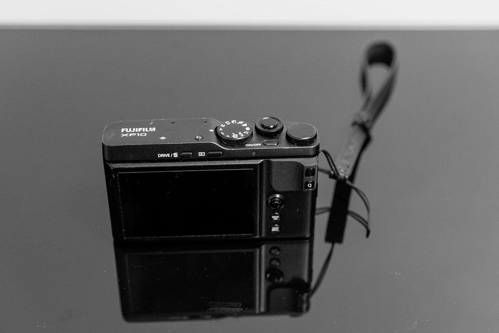 Top and back of Fujifilm XF10.